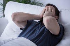 Hombre cansado fotografía de archivo