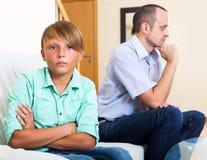 Hombre cansado y adolescente frustrado Fotos de archivo