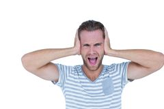 Hombre casual hermoso que grita con la mano en los oídos Foto de archivo
