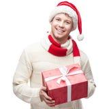 Hombre casual joven en regalo hoding de la Navidad del sombrero de santa Fotografía de archivo
