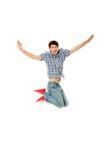 Hombre caucásico feliz joven que salta en el aire Fotos de archivo