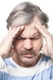 Hombre caucásico maduro que tiene dolor muy fuerte Imagen de archivo libre de regalías