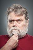 Hombre caucásico maduro que toma una decisión Imagen de archivo