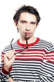 Hombre caucásico joven hermoso con los vidrios Fotos de archivo