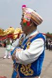 Hombre chino del Bai en la ropa tradicional Foto de archivo libre de regalías