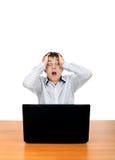 Hombre chocado con la computadora portátil Fotos de archivo libres de regalías