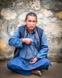 Hombre ciego con el rezo Beeds Imágenes de archivo libres de regalías