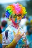 Hombre colorido del holi fotografía de archivo