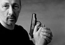 Hombre con el arma Fotografía de archivo