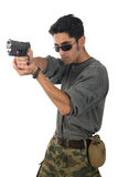 Hombre con el arma. fotografía de archivo libre de regalías