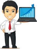 Hombre con el aumento del gráfico o de la carta en el ordenador portátil Imagenes de archivo