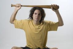 Hombre con el bate de béisbol - horizontal foto de archivo