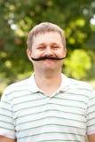 Hombre con el bigote falso Imágenes de archivo libres de regalías