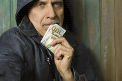 Hombre con el billete de banco Fotografía de archivo