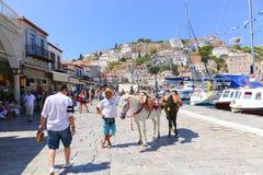 Hombre con el caballo - islas de Grecia Imagen de archivo