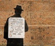 Hombre con el cartel Fotos de archivo