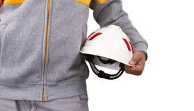 Hombre con el casco de seguridad blanco aislado en el fondo blanco Foto de archivo libre de regalías