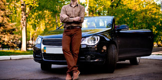 Hombre con el coche Foto de archivo