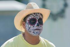 Hombre con el cráneo del azúcar Foto de archivo libre de regalías