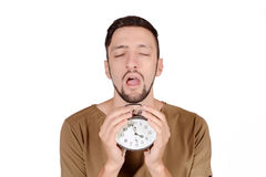 Hombre con el despertador imagenes de archivo