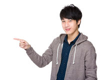 Hombre con el destacar del finger Fotografía de archivo
