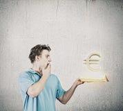 Hombre con el libro Imagen de archivo libre de regalías