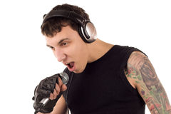 Hombre con el micrófono fotos de archivo libres de regalías