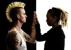 Hombre con el Mohawk y mujer con Dreadlocks Fotografía de archivo libre de regalías