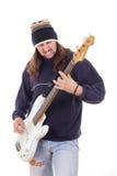 Hombre con el pelo largo que toca una guitarra Fotos de archivo libres de regalías