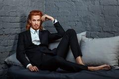 Hombre con el pelo rojo y una barba Fotos de archivo