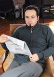 Hombre con el periódico Imágenes de archivo libres de regalías