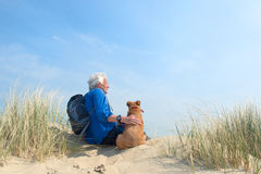 Hombre con el perro Foto de archivo libre de regalías