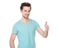 Hombre con el pulgar para arriba Foto de archivo libre de regalías