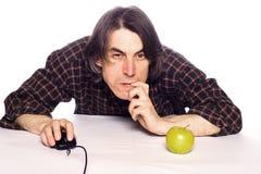 Hombre con el ratón del ordenador Fotos de archivo