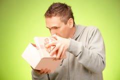 Hombre con el regalo Fotos de archivo