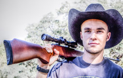 Hombre con el rifle Imagenes de archivo
