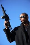 Hombre con el rifle de asalto Foto de archivo libre de regalías