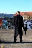 Hombre con el rifle de asalto Imágenes de archivo libres de regalías