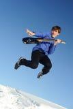 Hombre con el salto de la guitarra Imágenes de archivo libres de regalías