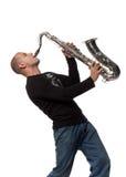 Hombre con el saxofón imagen de archivo