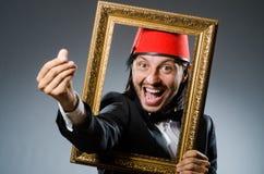 Hombre con el sombrero de Fes Fotos de archivo