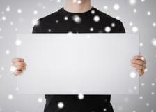 Hombre con el tablero blanco en blanco Fotografía de archivo