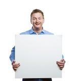 Hombre con el tablero en blanco de la muestra Imagenes de archivo