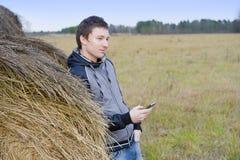 Hombre con el teléfono Imágenes de archivo libres de regalías