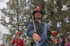 Hombre con el traje medieval Imágenes de archivo libres de regalías