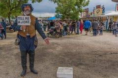 Hombre con el traje medieval Fotos de archivo libres de regalías