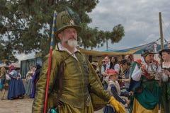 Hombre con el traje medieval Imagen de archivo libre de regalías