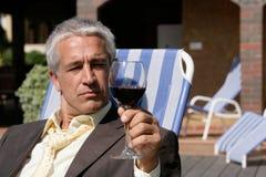 Hombre con el vidrio de vino foto de archivo libre de regalías