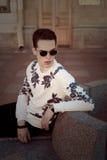 Hombre con estilo joven outdoor Foto de archivo libre de regalías