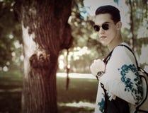 Hombre con estilo joven outdoor Imagenes de archivo